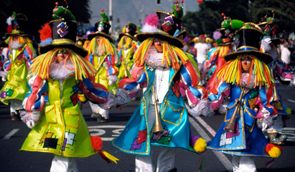 Tenerife Carnival: float in the parade