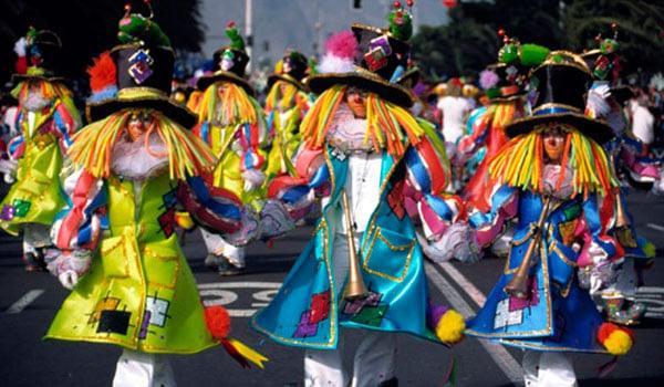 Karoca w karnawałowej paradzie