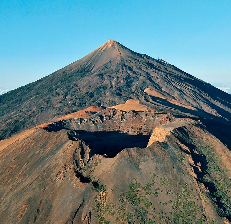 Climbing Teide without permit: Pico Viejo crater