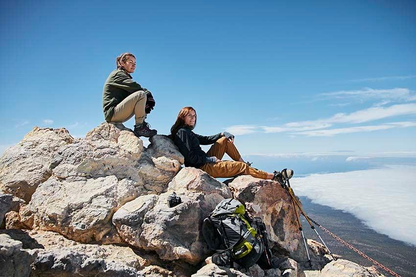 Wanderung zu Fuß auf den Teide Wanderer auf dem Gipfel des Teide