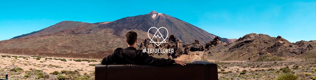 Ein #teidelover genießt respektvoll den Blick auf den Teide