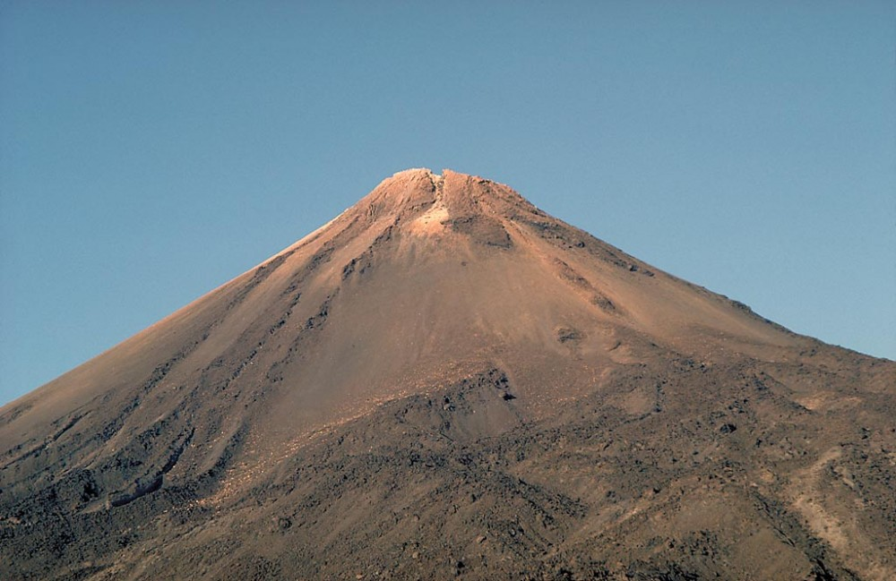 When is the best time to ascend Mount Teide by cable car